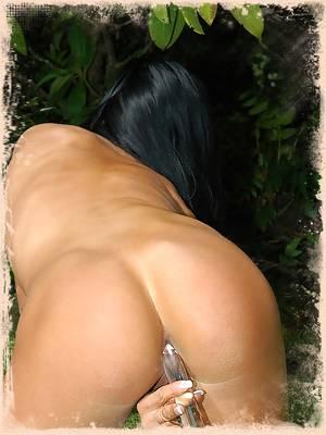 Trista loves to shove dildos up her ass!